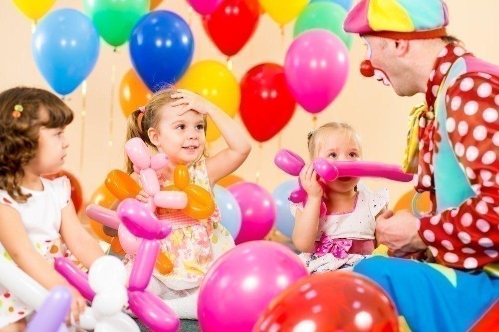 украшение шарами выпускного в детском саду фото