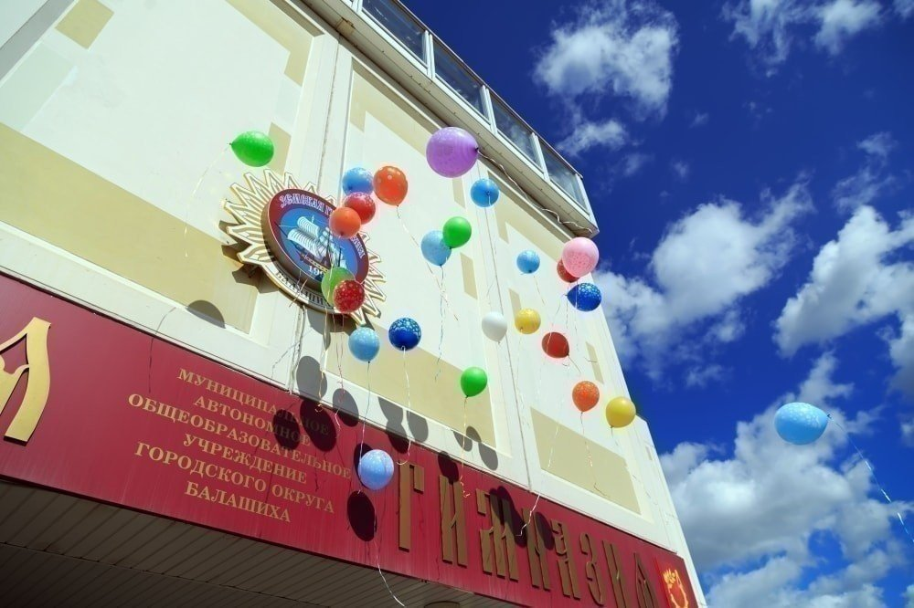 Украшение шарами выпускных фото
