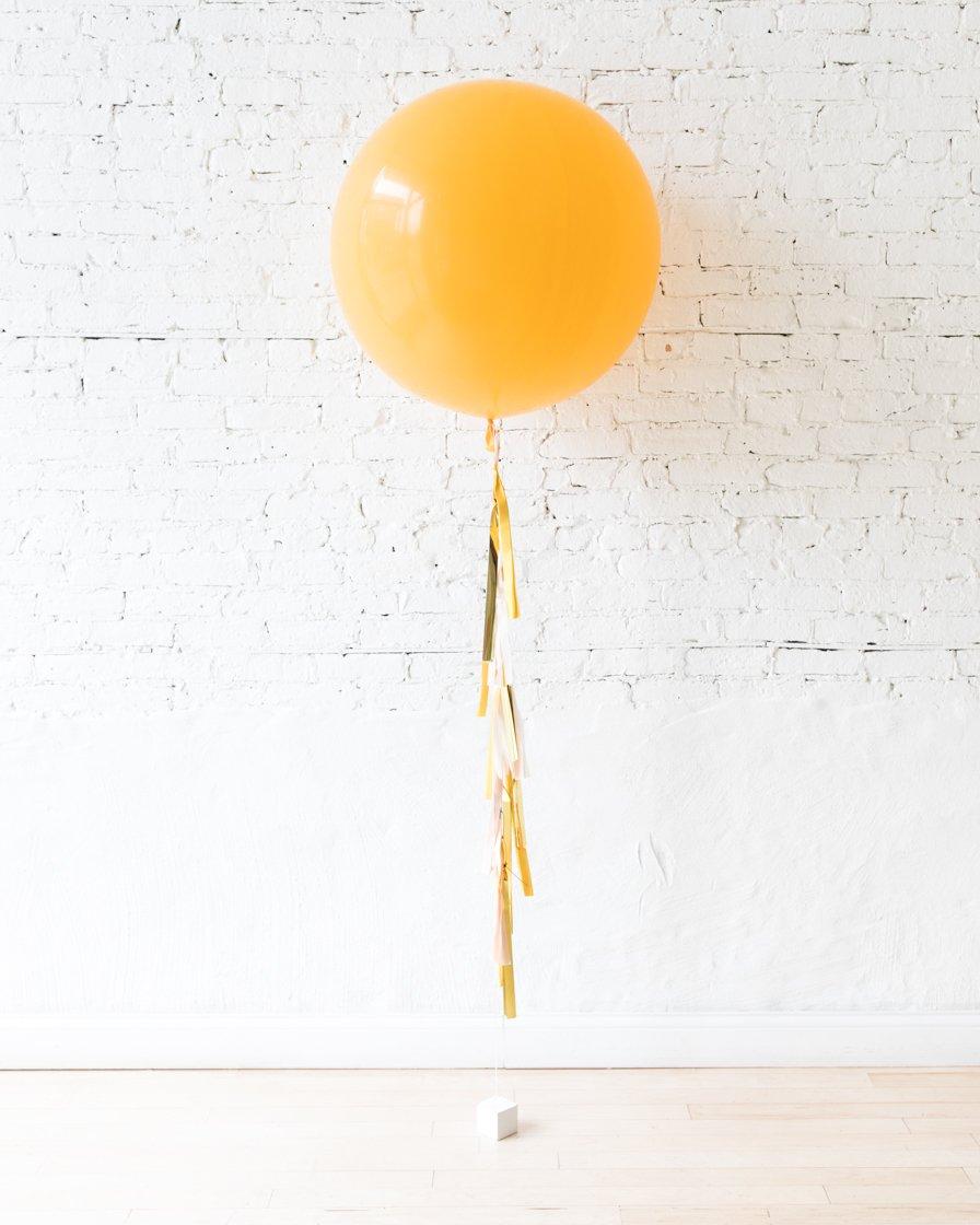 Большой шар оранжевый на гирлянде