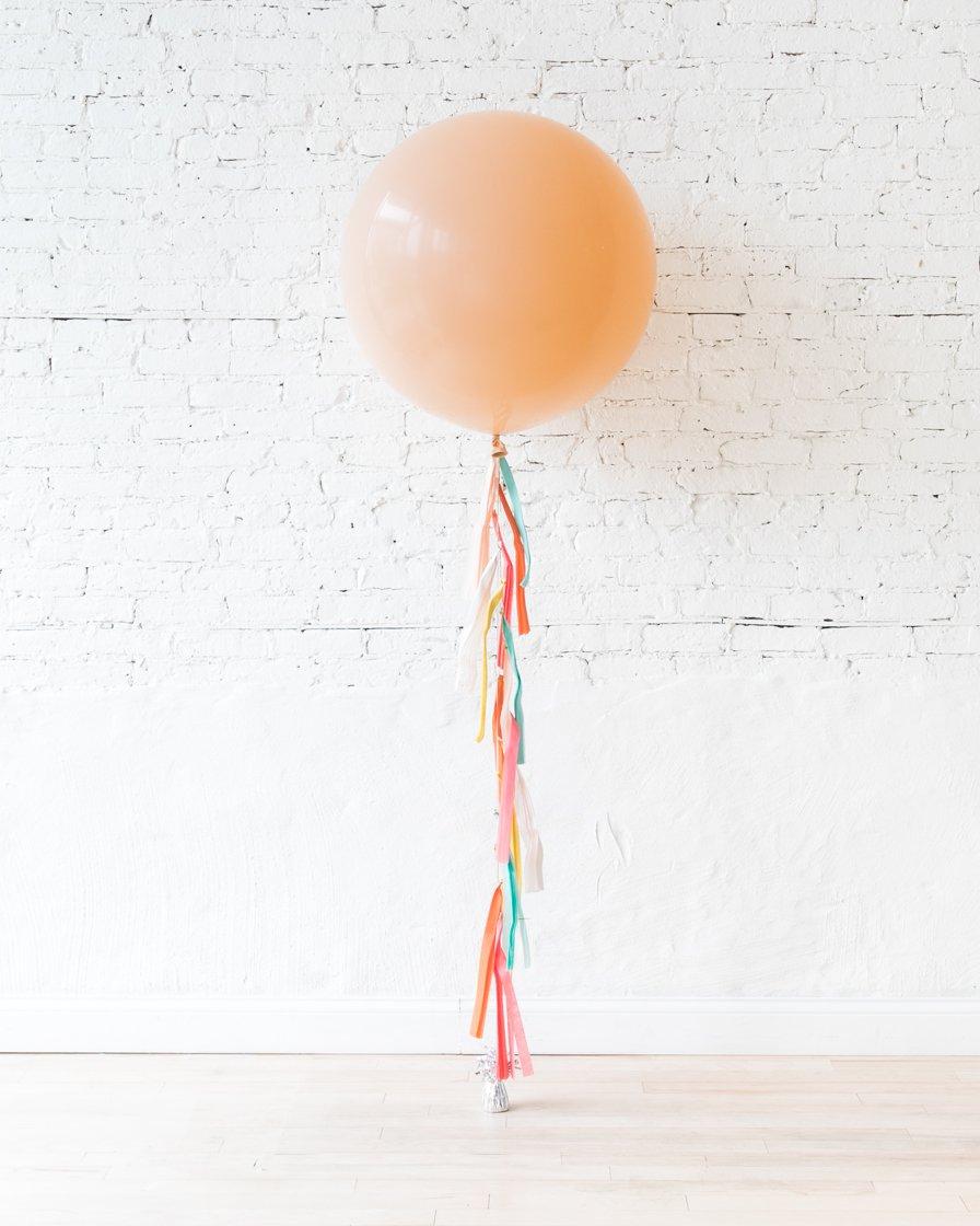 Большой шар персиковый на гирлянде
