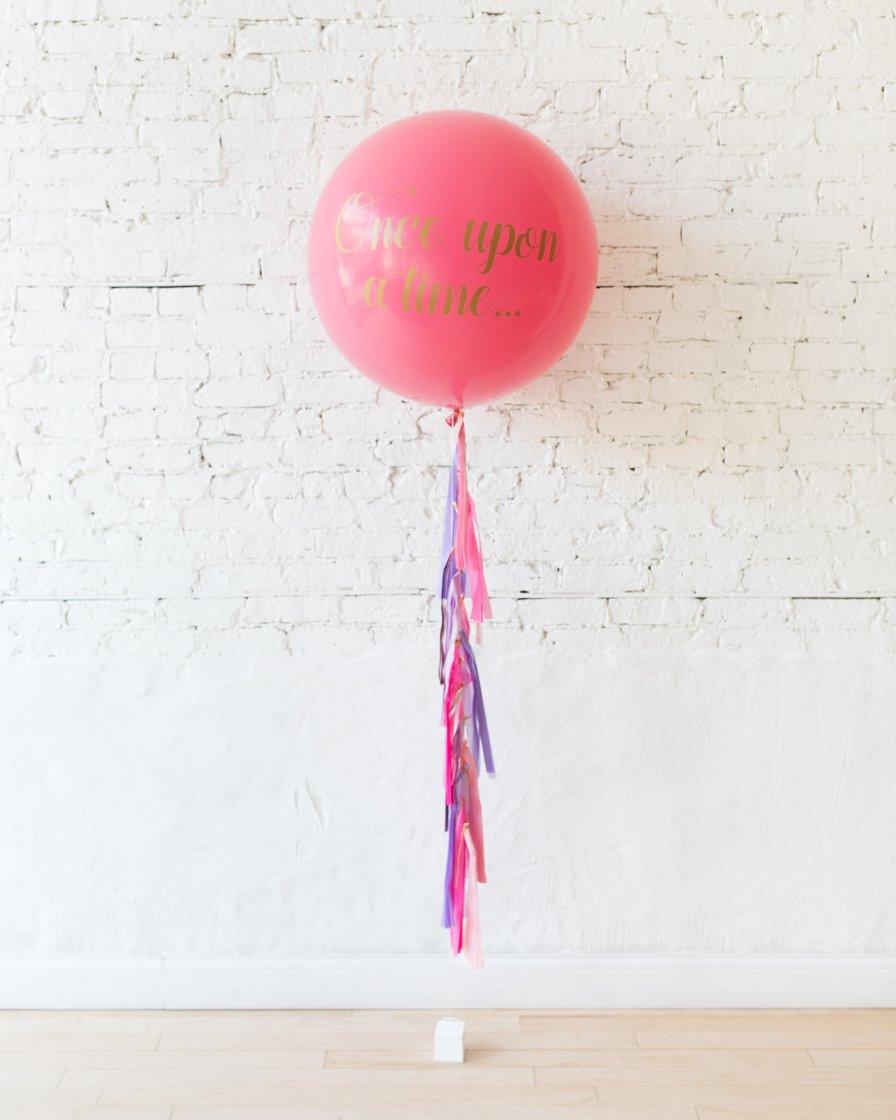 Большой шар фуксия с печатью на гирлянде