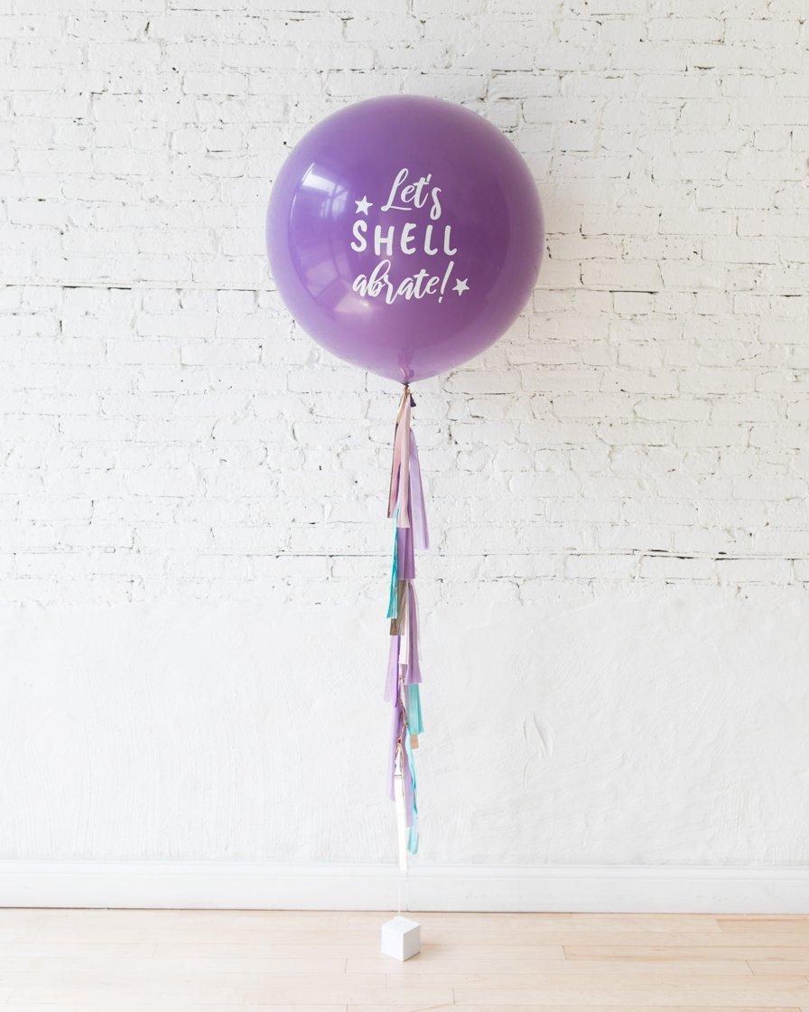Большой шар лавандовый с надписью на гирлянде