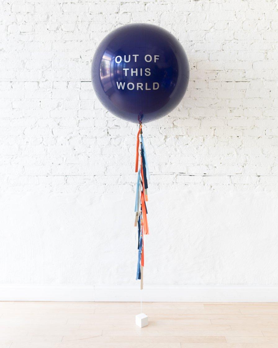 Большой шар синий с надписью на гирлянде