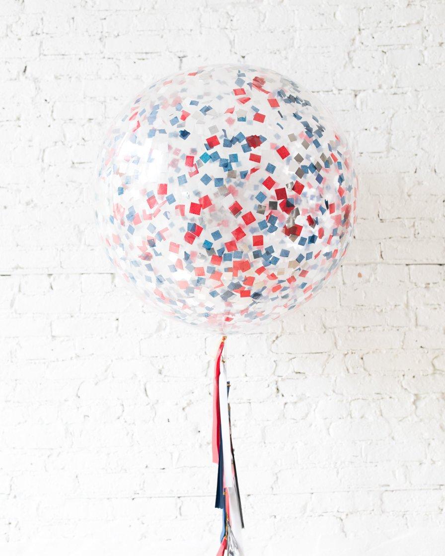 Большой шар с квадратным триколор конфетти на гирлянде