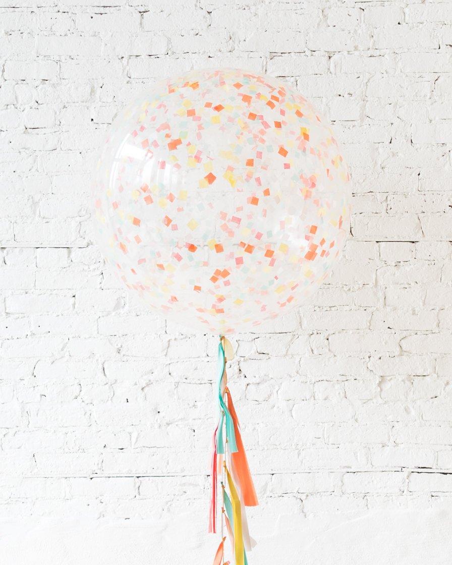 Большой шар с квадратным конфетти оранжевым на гирлянде