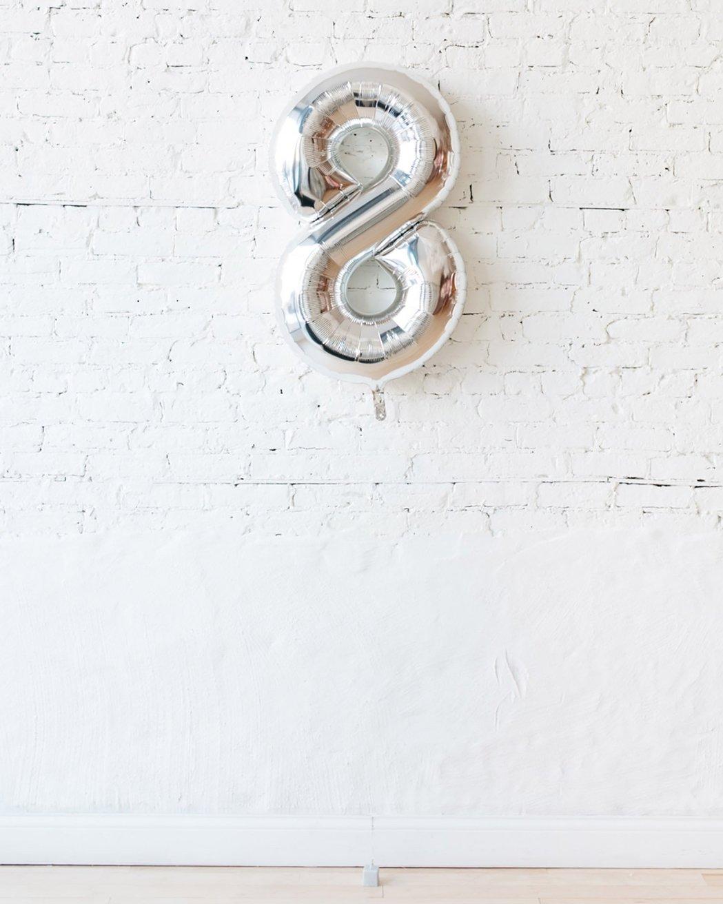 Шар фигура цифра 8 Silver